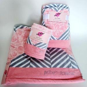 NWT Betsey Johnson Bath Towel Set💋